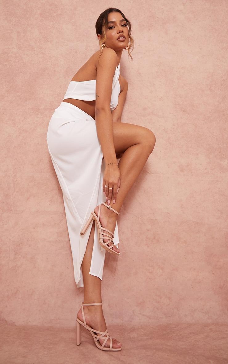 Sandales en similicuir nude à talons hauts plats et bout carré détail lanières multiples 1