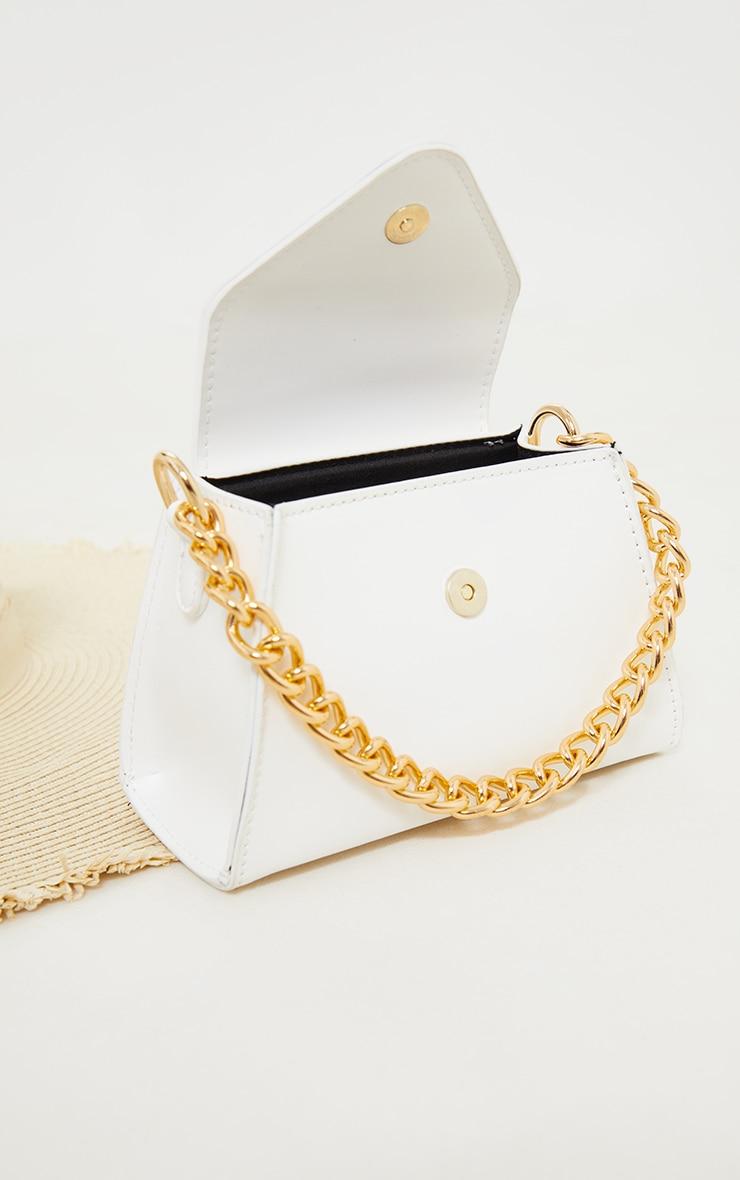 Mini sac enveloppe blanc à anse chaîne dorée 4