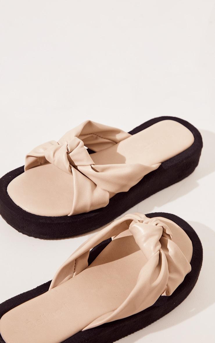 Sandales plates en similicuir beige à brides nouées 3