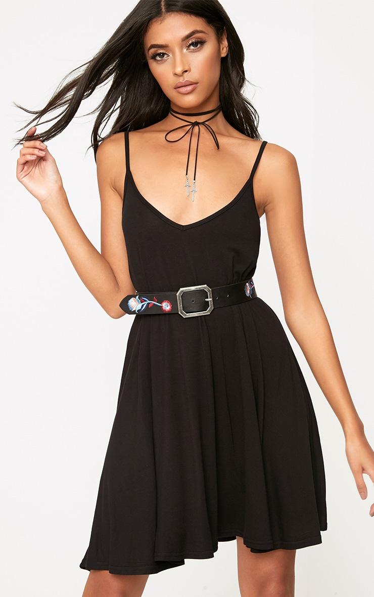 Robe trapèze noire à bretelles 1