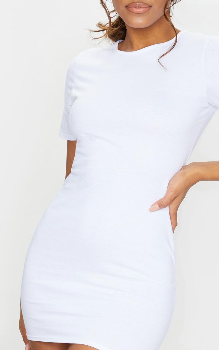 Robe moulante blanche à manches courtes 4