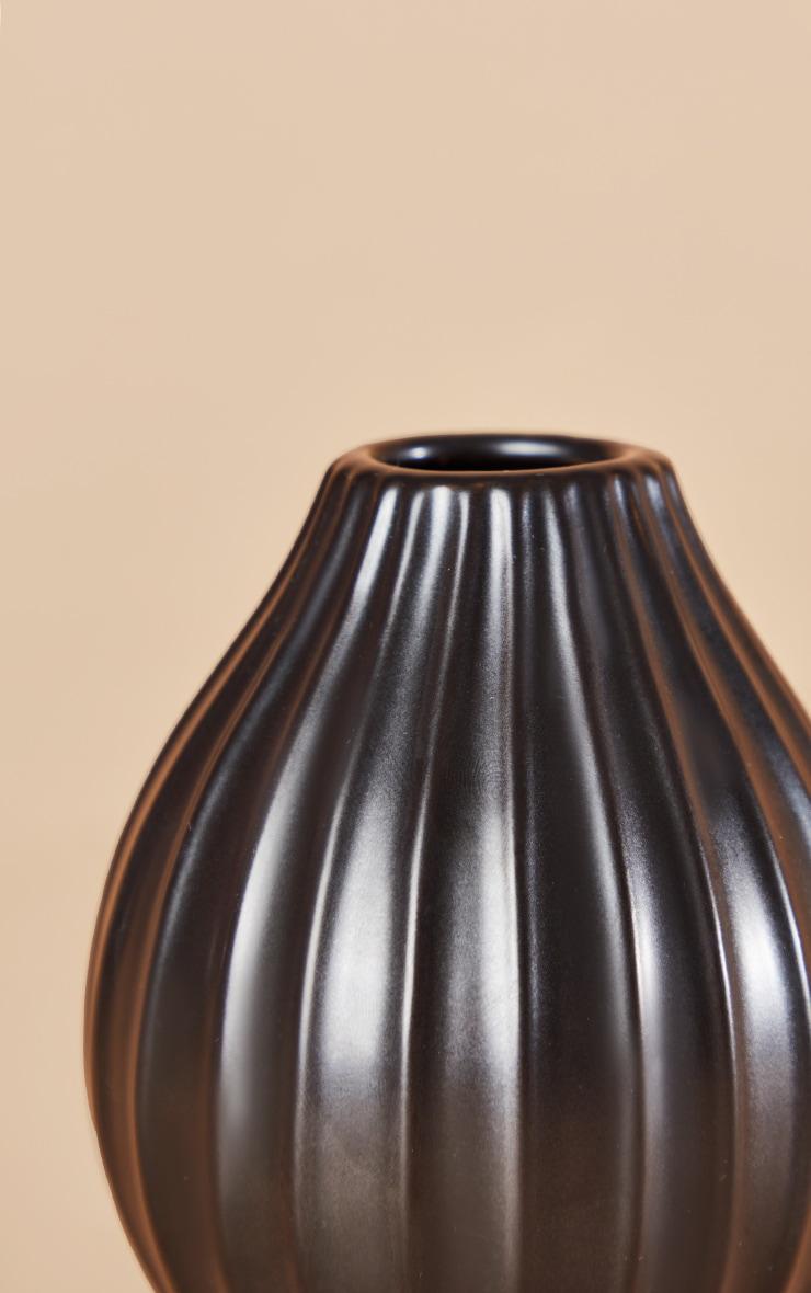 Vase moyen noir strié 4