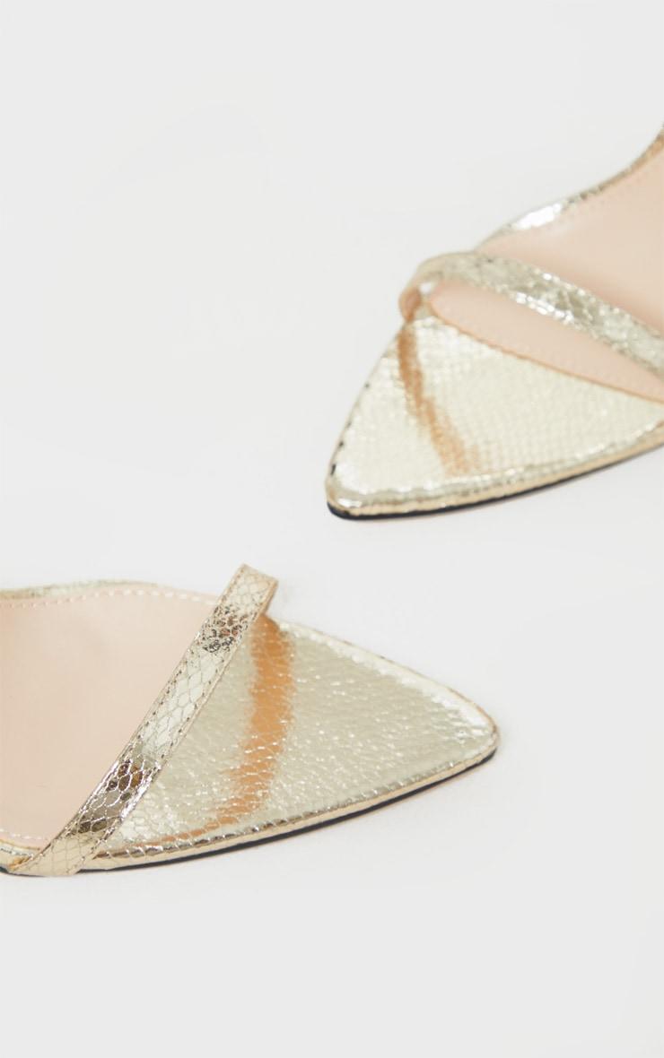 Sandales pointues en similicuir doré effet serpent à brides très fines 4