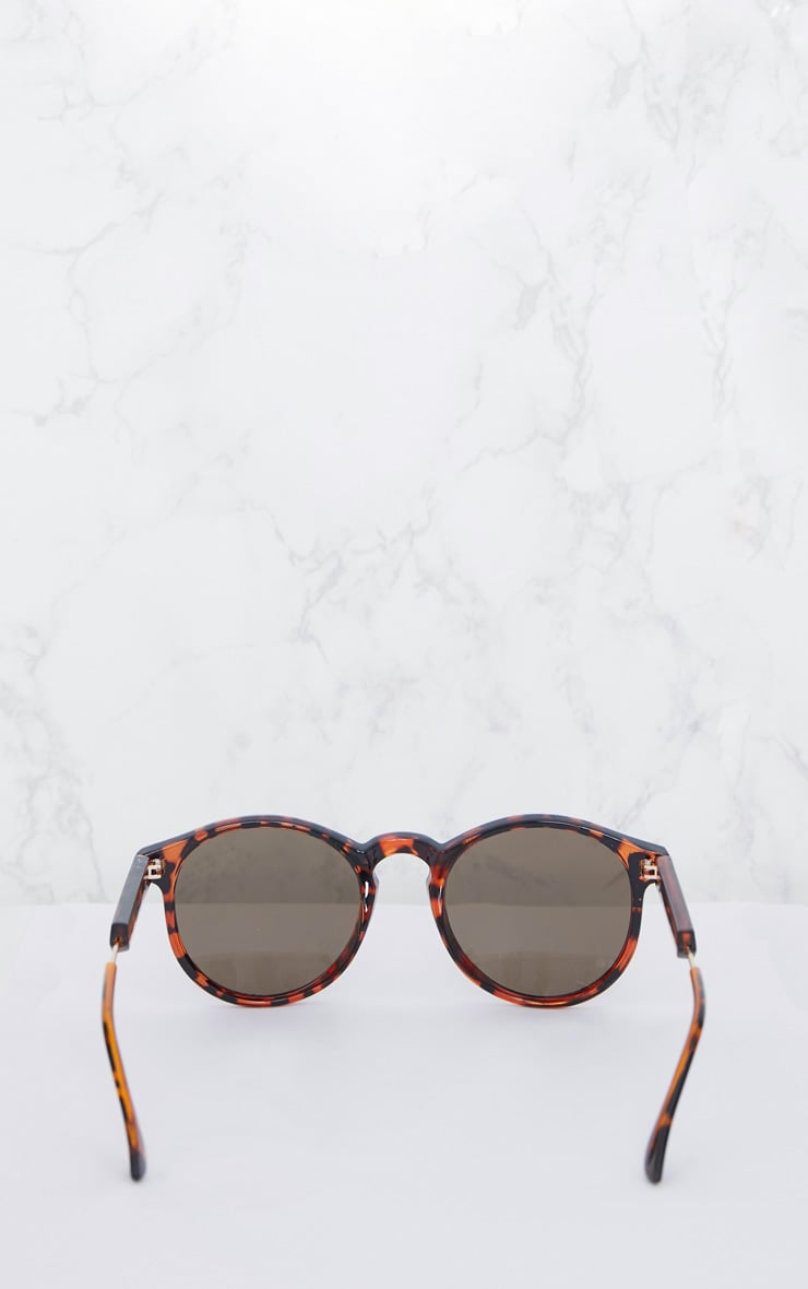 Brown Tortoiseshell Minimal Rounded Lense Sunglasses 4