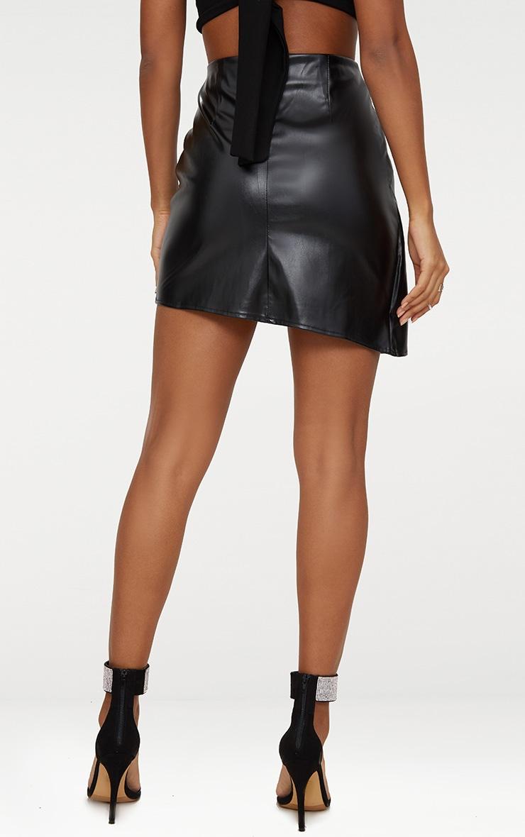 Minijupe drapée et plissée en imitation cuir noire 4