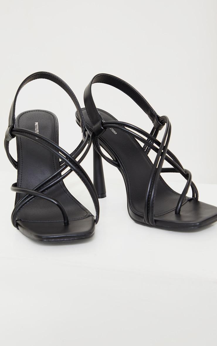 Sandales à talons hauts évasés en similicuir noir et bride orteil 3