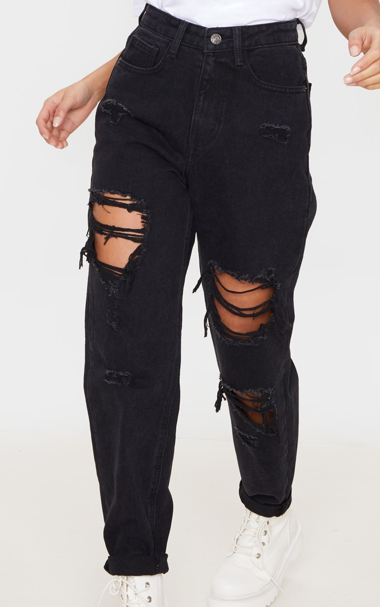 PRETTYLITTLETHING Petite Black Distressed Mom Jean 5
