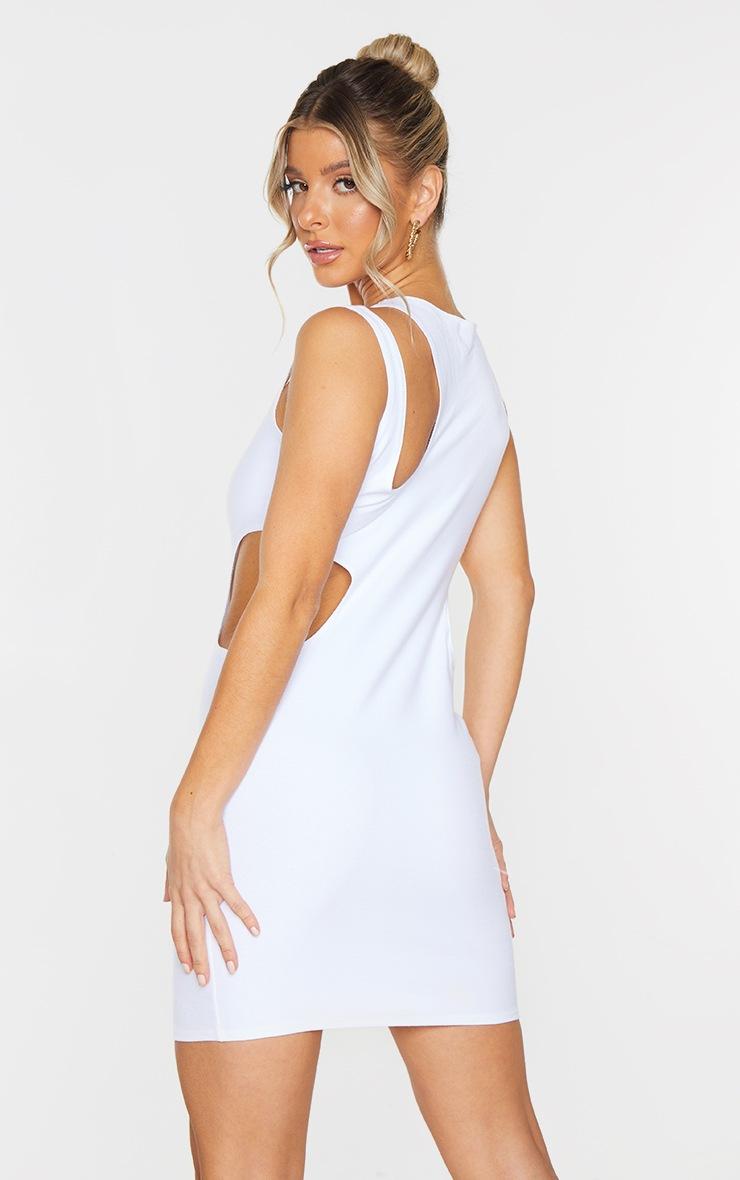 Robe moulante blanche découpée à épaule asymétrique 3