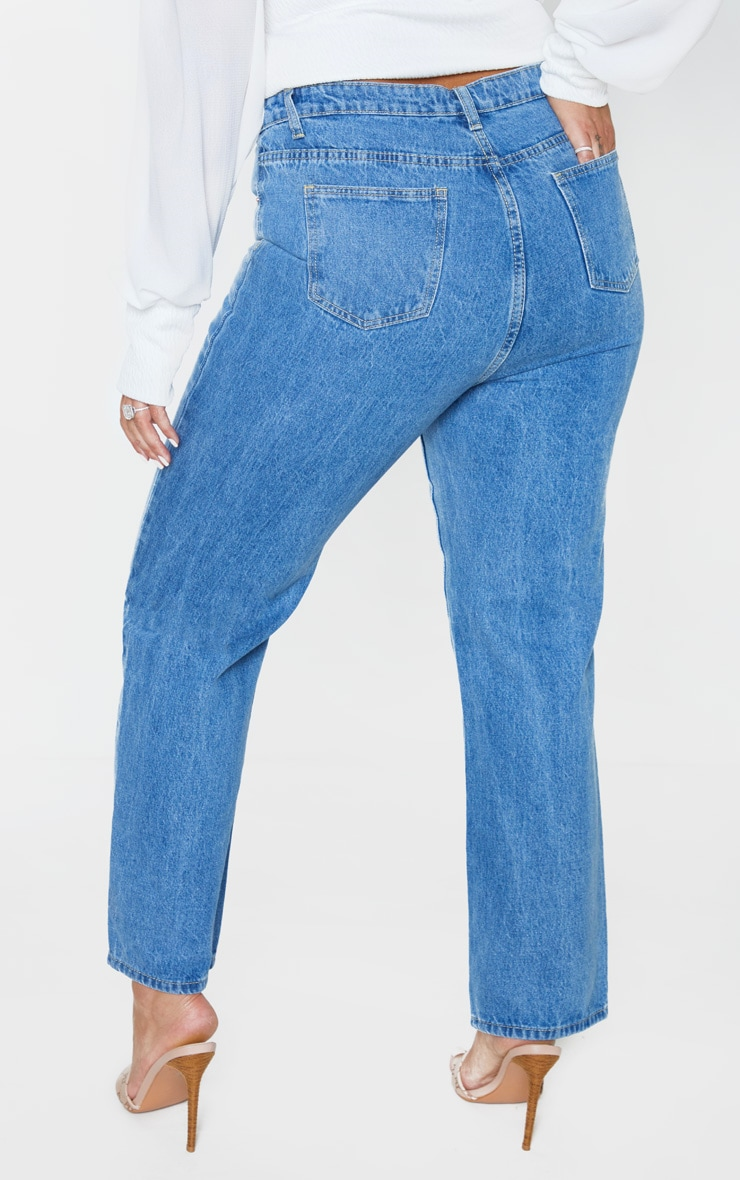 PRETTYLITTLETHING Plus Mid Wash Staight Leg Jean 4