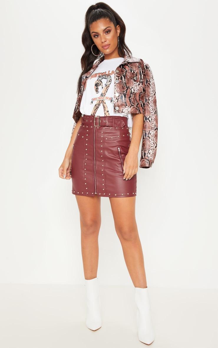 Mini-jupe bordeaux imitation cuir cloutée avec ceinture  5