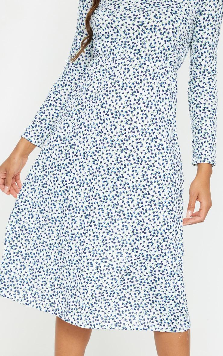 Robe mi-longue côtelée blanche à imprimé petites fleurs et manches longues 4