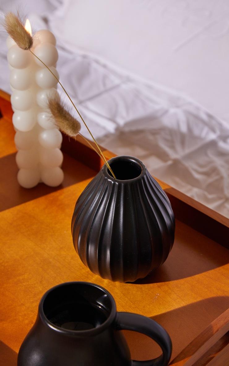 Vase moyen noir strié 2