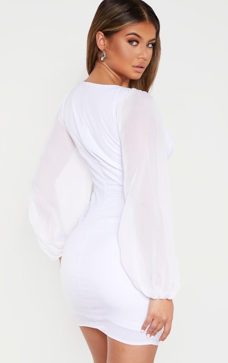 Robe moulante blanche froncée à manches ballon et armatures 2