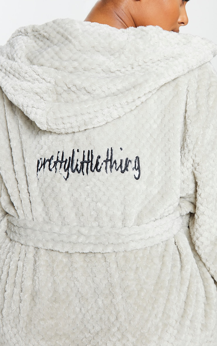 PRETTYLITTLETHING Plus Light Grey Textured Fluffy Dressing Gown 4