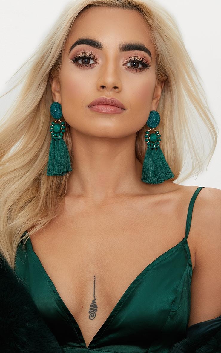 Boucles d oreilles vert émeraude à pompons et perles 1