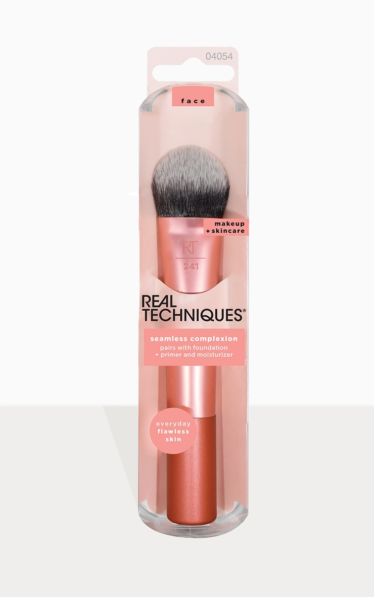 Real Techniques Seamless Complexion 1