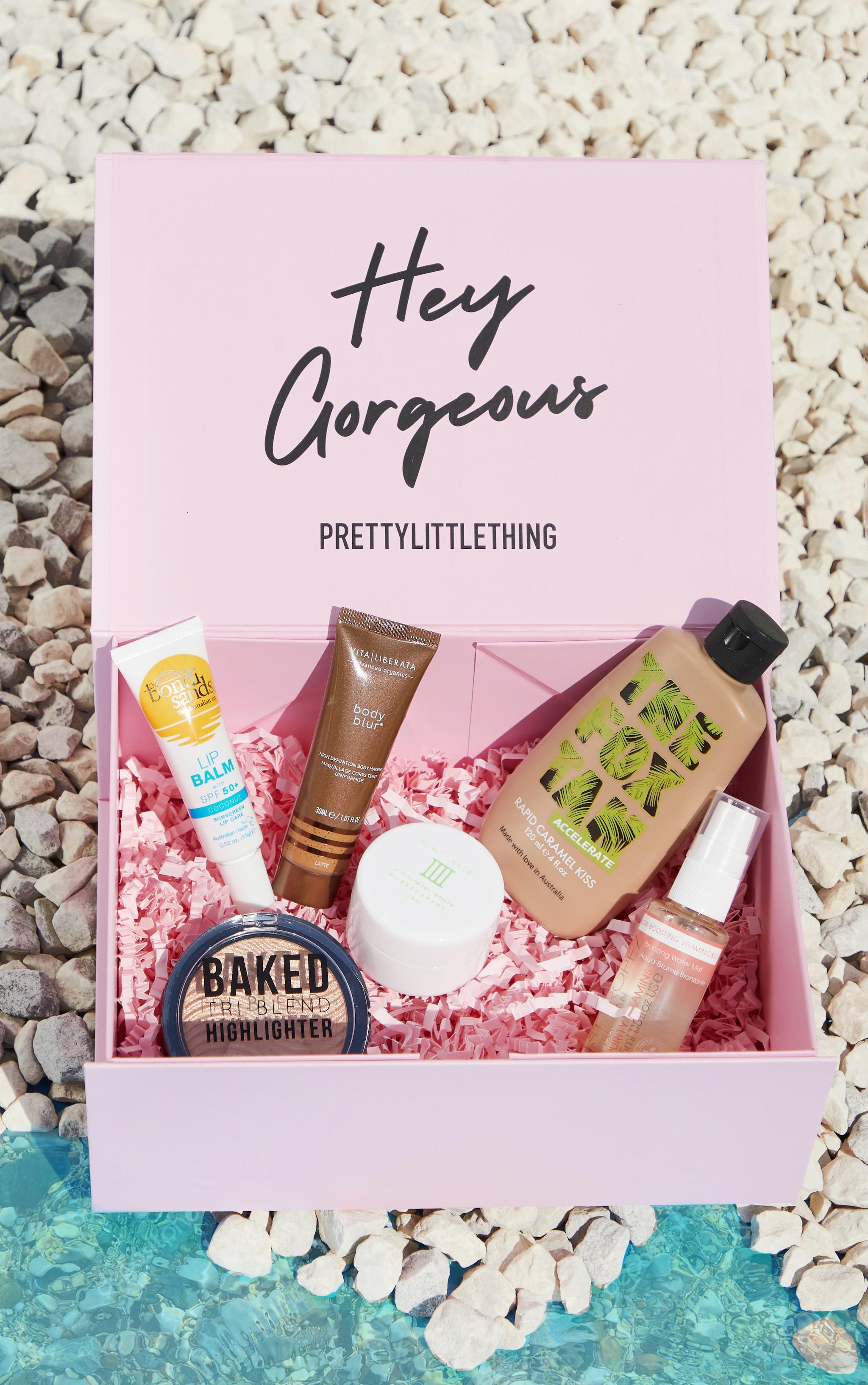 PRETTYLITTLETHING Summer Glow Beauty Box (Worth £60.50) 1