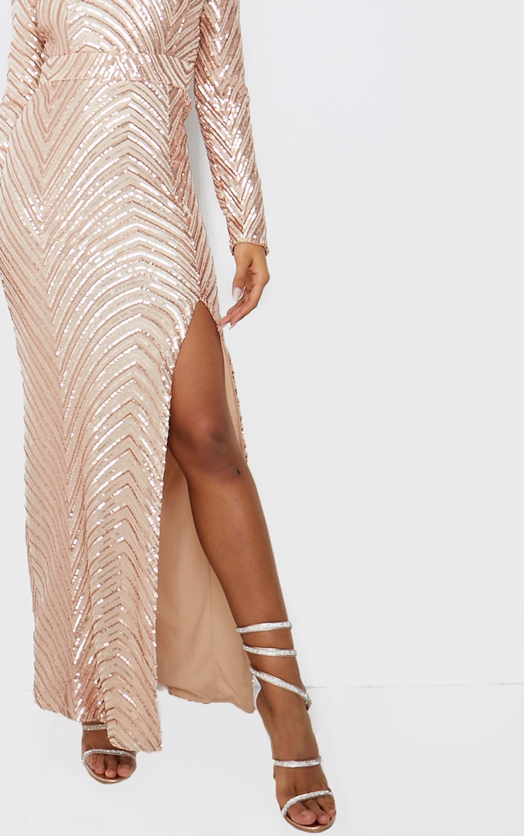 Robe longue en sequins or rose à motifs et col montant 4
