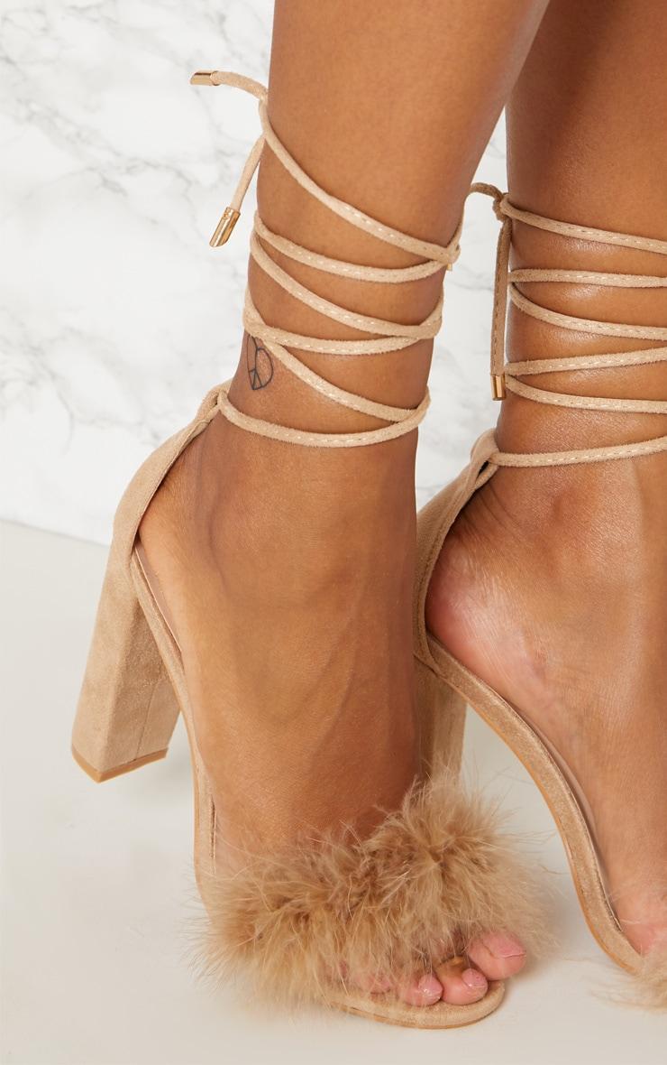 Sandales nude à talons carrés à lacets et détail plumes 5