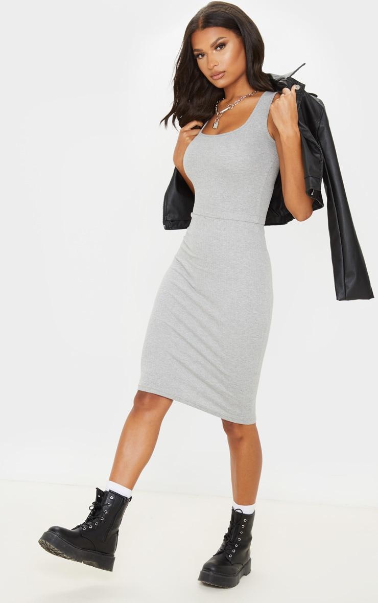 Robe mi-longue très côtelée grise à détail couture 4