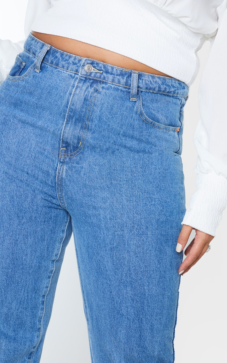PRETTYLITTLETHING Plus Mid Wash Staight Leg Jean 5