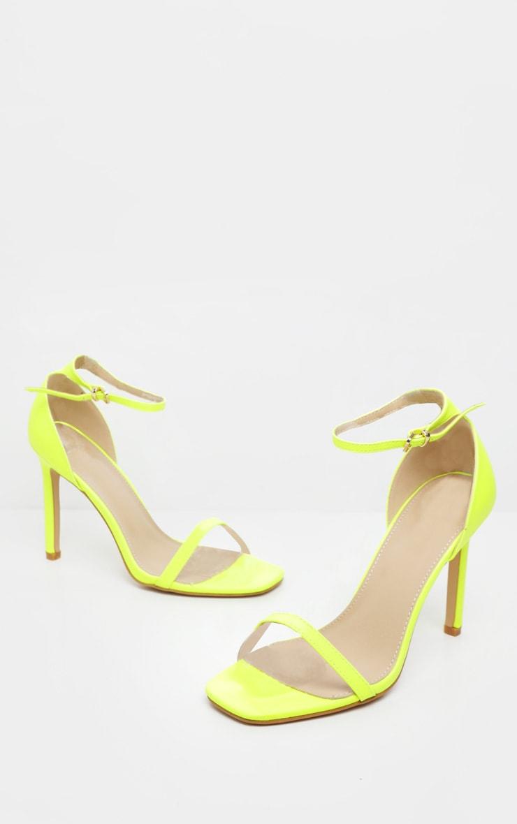 Sandales carrées à brides fines citron fluo 3