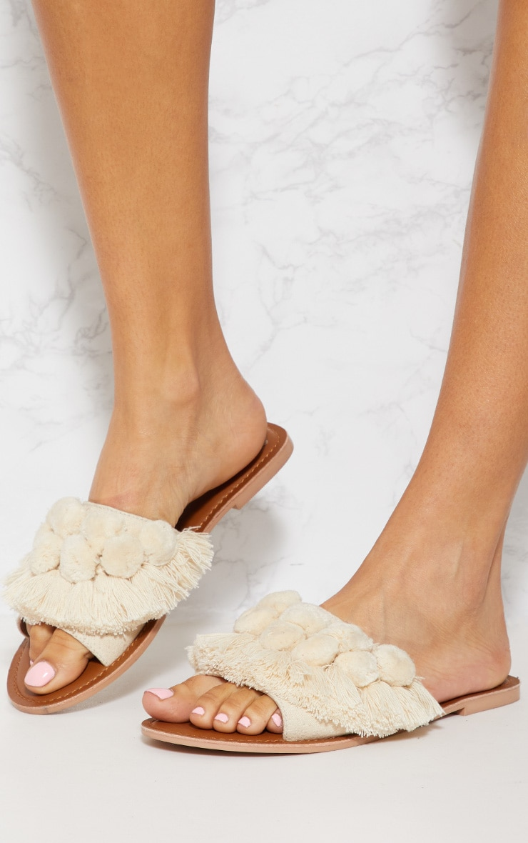 Sandales crème à pompons 3
