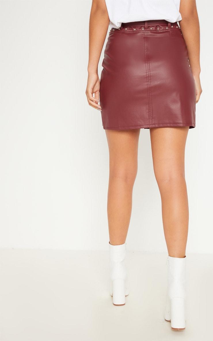 Mini-jupe bordeaux imitation cuir cloutée avec ceinture  4