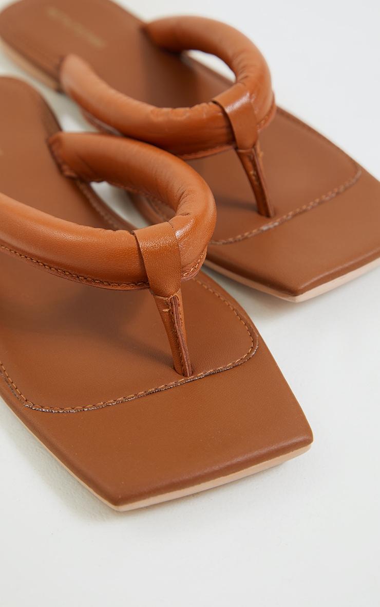 Tongs carrées en cuir véritable marron clair à brides matelassées 4