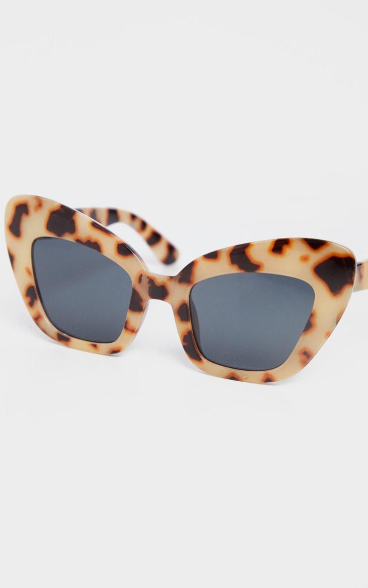 Tortoiseshell Thick Frame Cat Eye Sunglasses 3