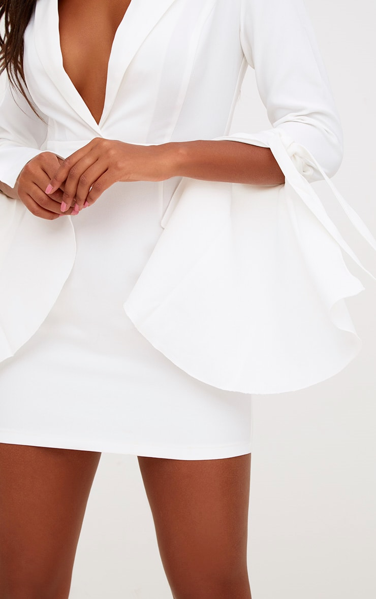 robe blazer blanche manches liens. Black Bedroom Furniture Sets. Home Design Ideas