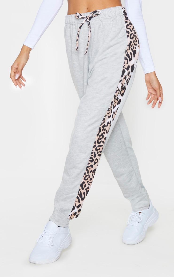 Jogging gris à bande léopard contrastante  2