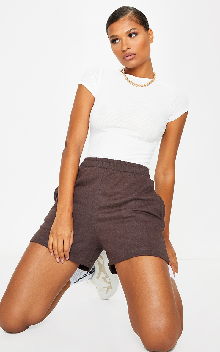 Short en sweat chocolat à poches 4