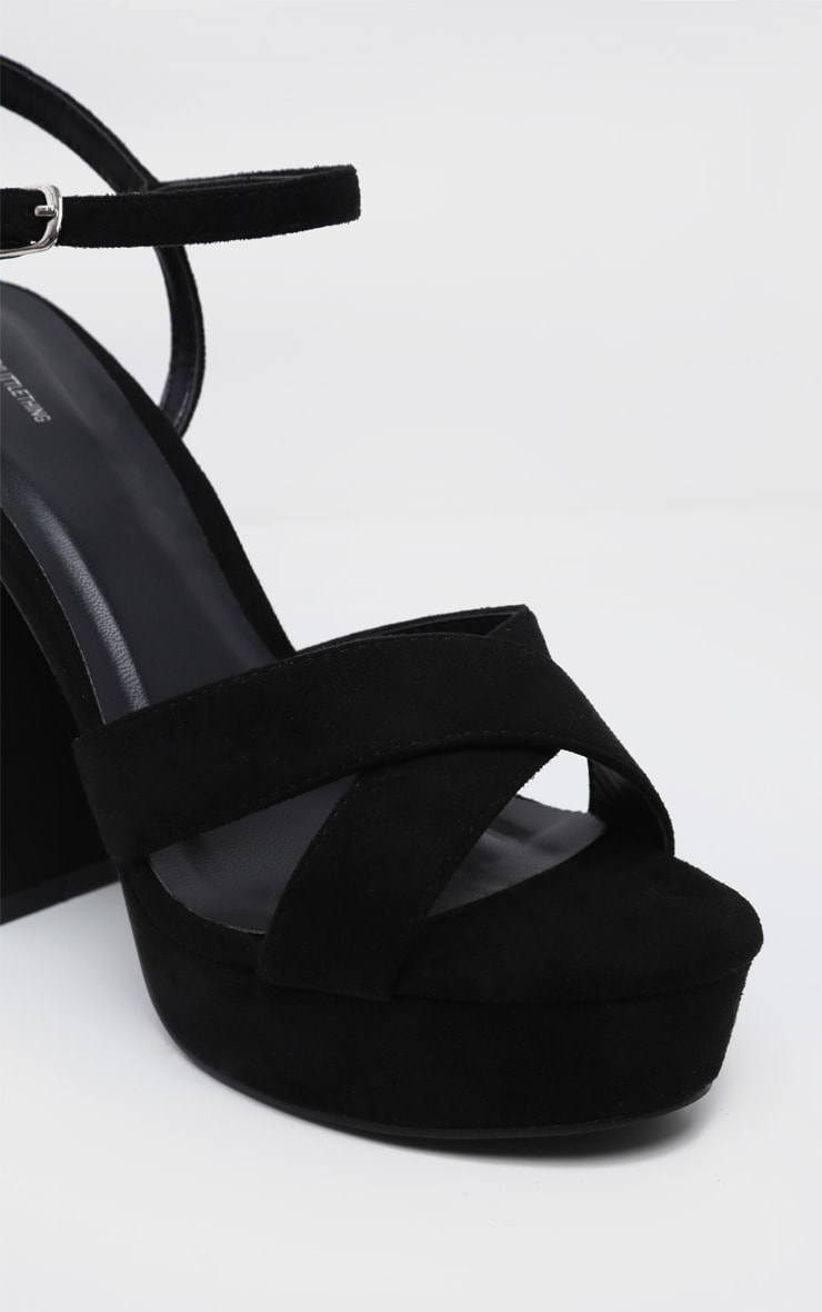 Sandales noires à brides croisées et plateforme 4