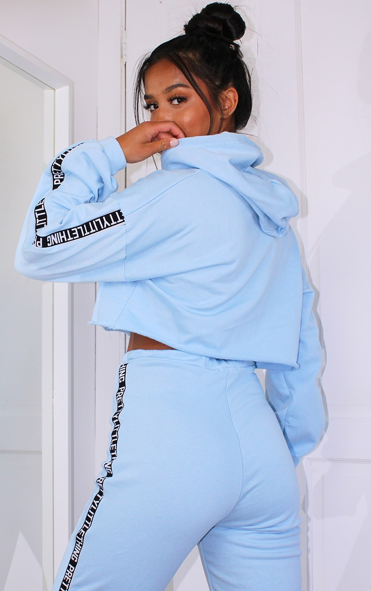 PRETTYLITTLETHING Petite Baby Blue Cropped Hoodie 2