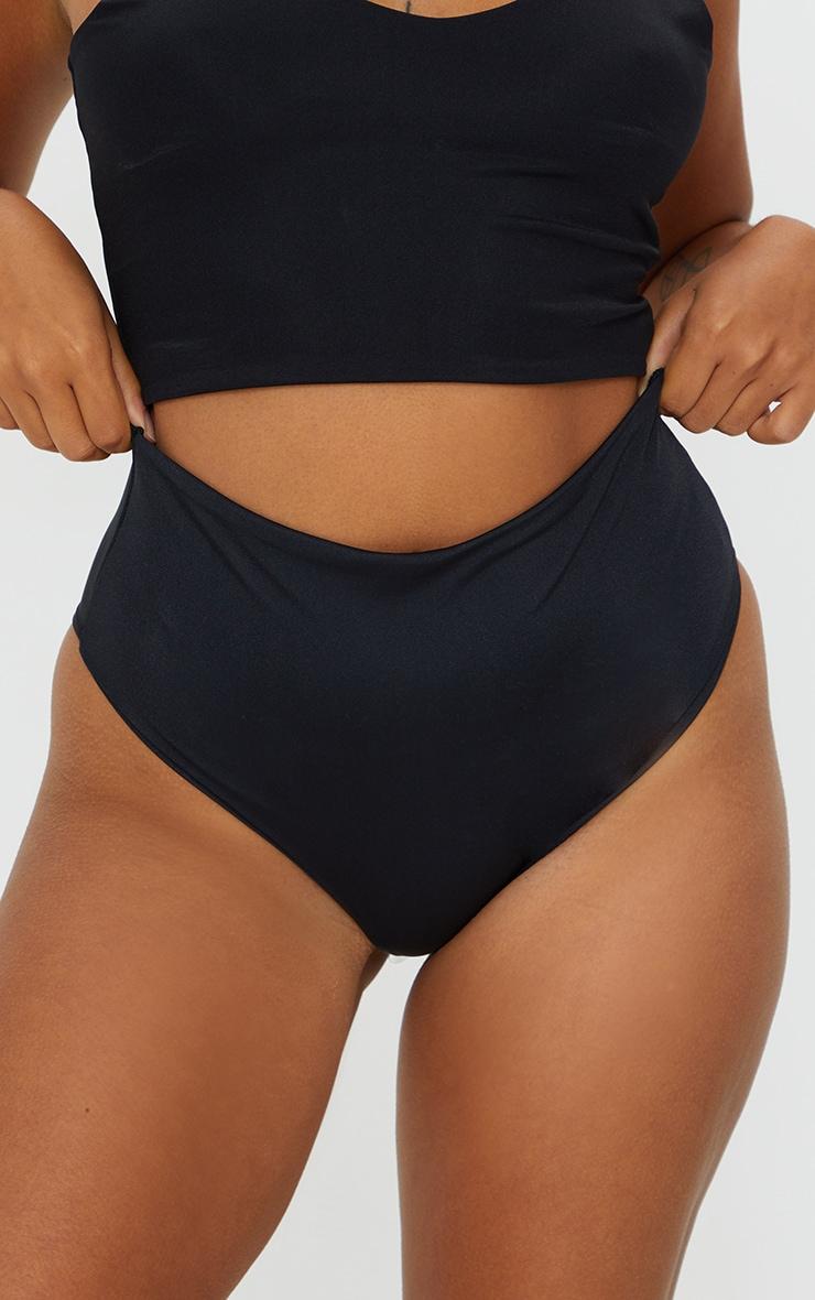 Petite - Bas de bikini cheeky noir échancré 4