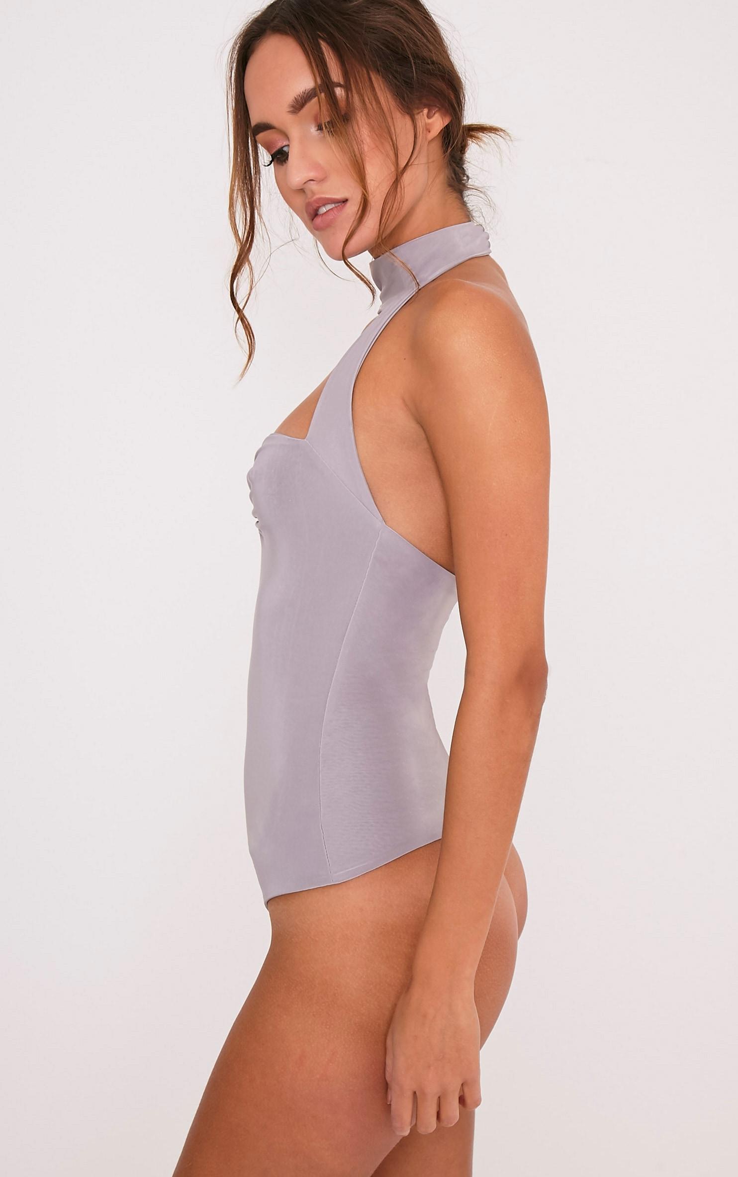 Skylar body-string ras du cou près du corps gris glace 5