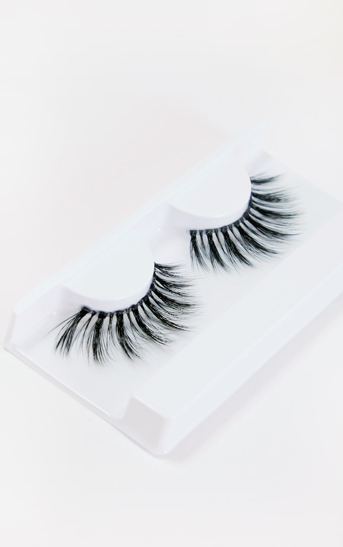 Land of Lashes Esmee Invisible Band False Lash  3
