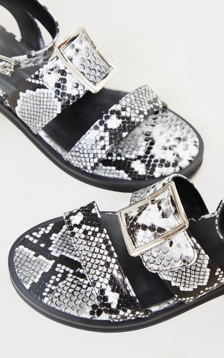 Sandales plates noir & blanc effet serpent à boucles 3