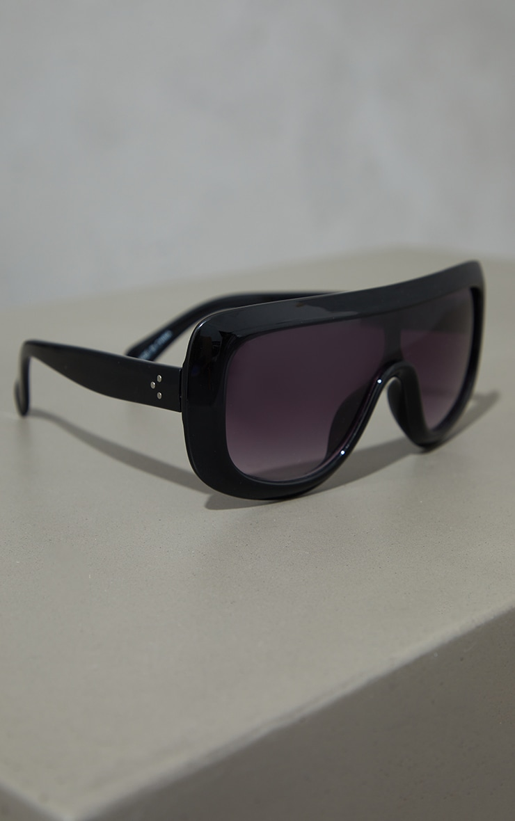Black Chunky Rounded Square Frame Sunglasses 3