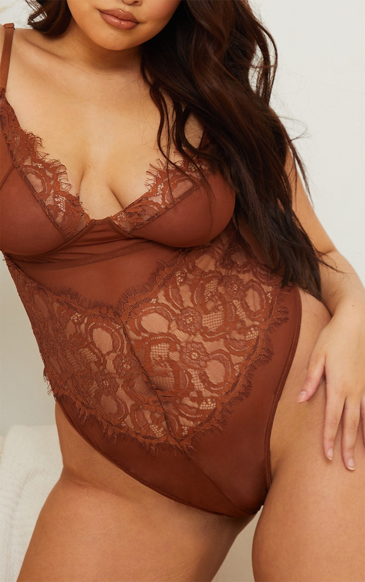 Plus Chocolate Lace Stripe Cup Detail Body 4