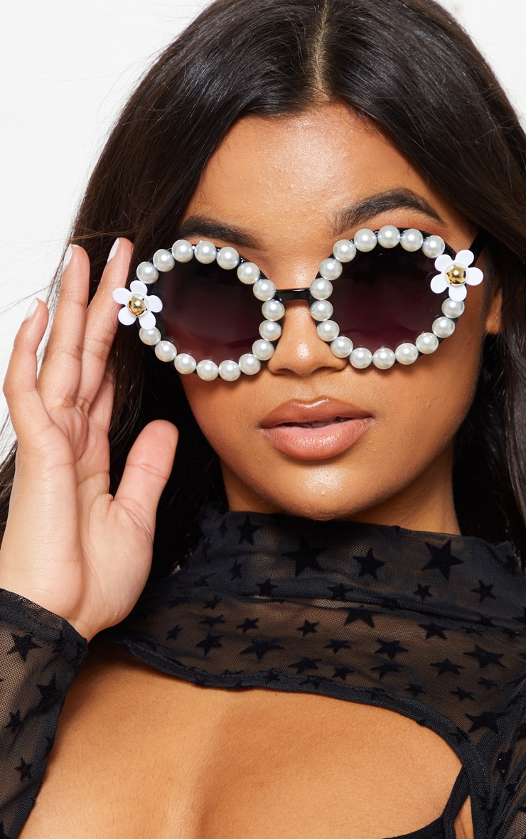 Black Round Pearl And Flower Border Sunglasses 1