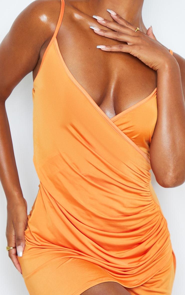 Robe moulante froncée orange slinky 4