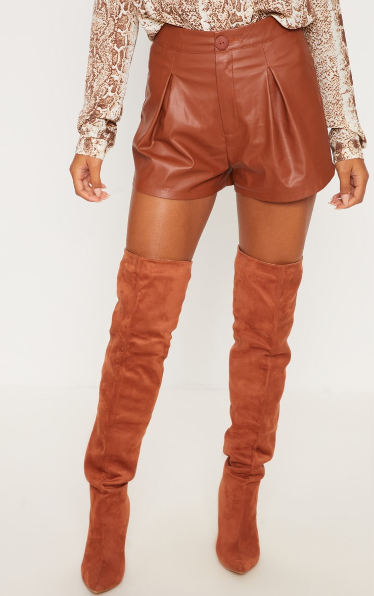 Short en similicuir marron plissé 2