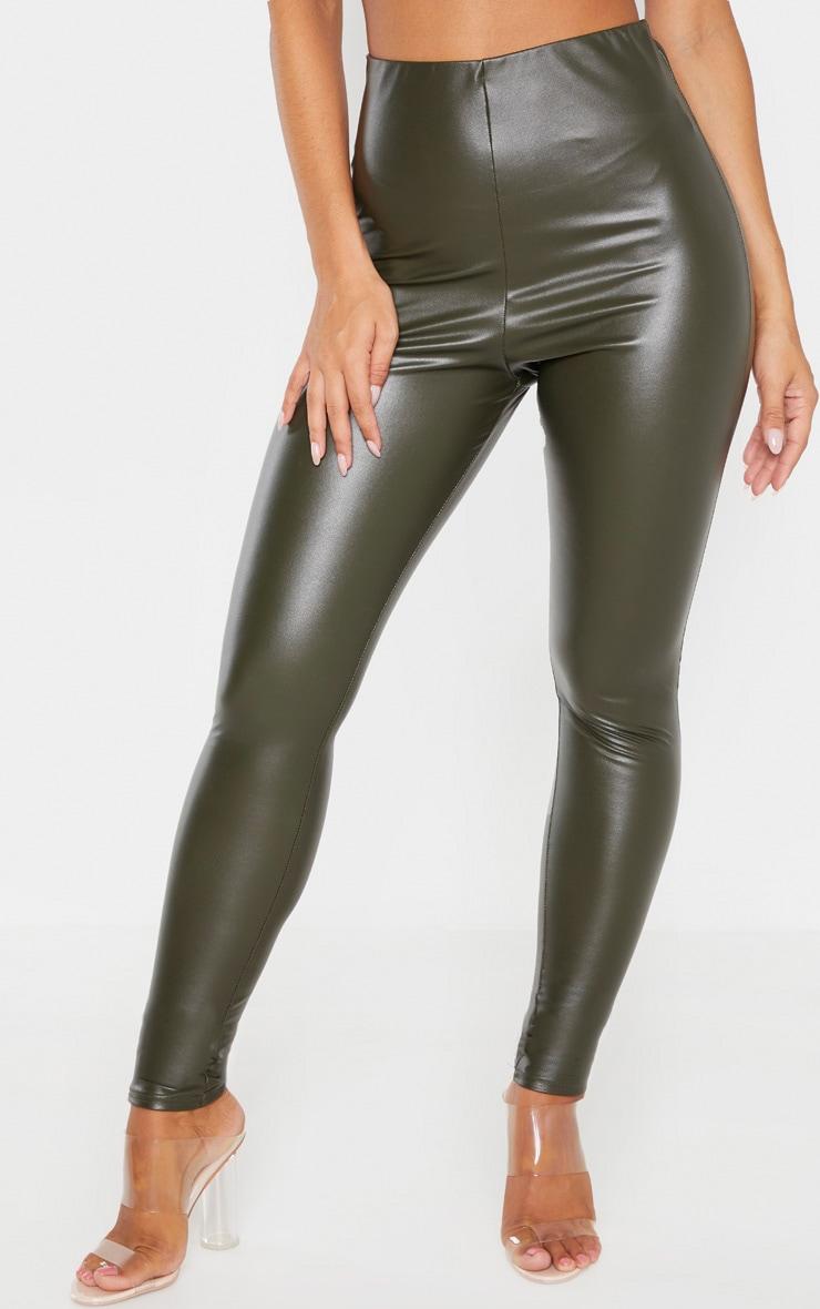 Legging en similicuir kaki froncé derrière 2