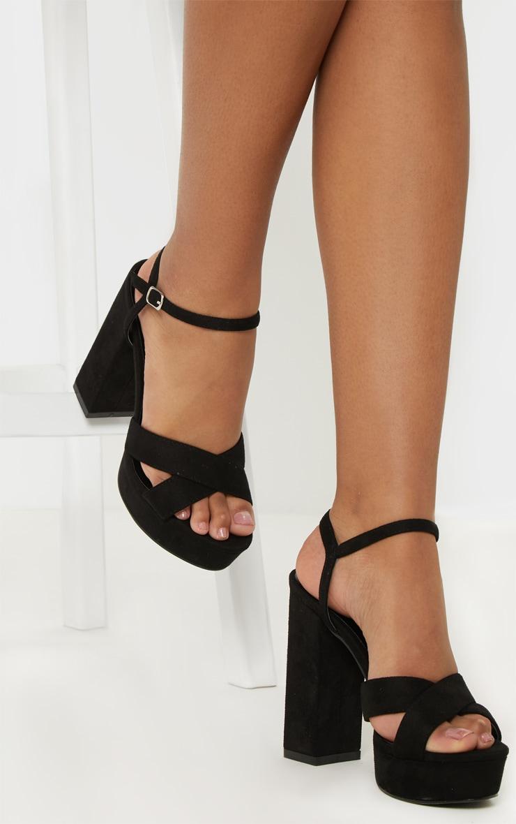 Sandales noires à brides croisées et plateforme 2