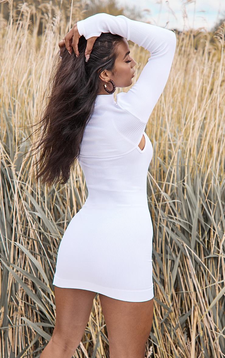 Crop top très court blanc côtelé à col haut et manches longues 2