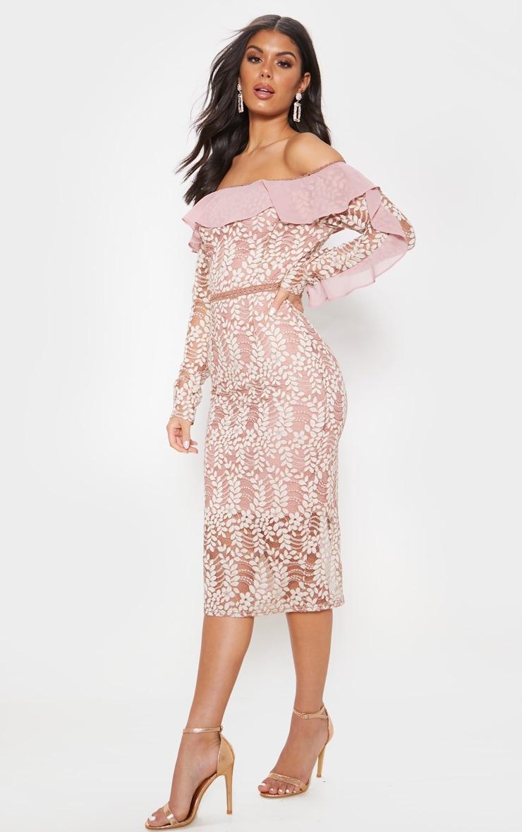 فستان متوسط الطول من الدانتيل بياقة باردو وأكمام طويلة مكشكشة بلون وردي مغبر 4