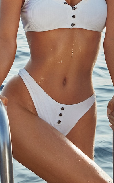 Bas de bikini blanc côtelé à boutons aa760ff0c3ab