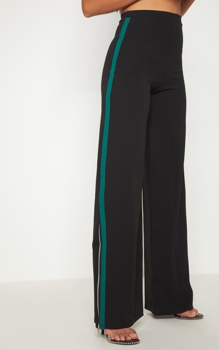 Petite - Pantalon évasé noir à fermeture éclair et bande latérales 2